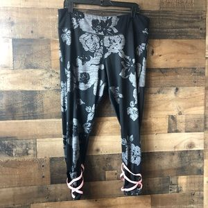 Maurice's Black & Grey Floral Skinny Yoga Pants